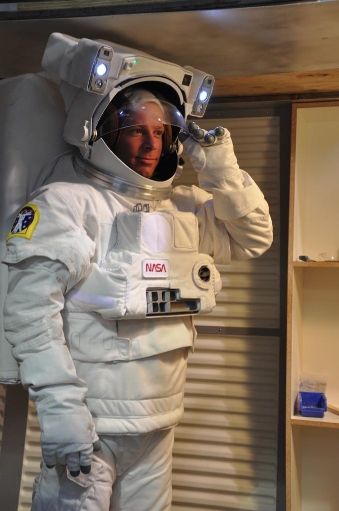 apollo space suit rental - photo #28